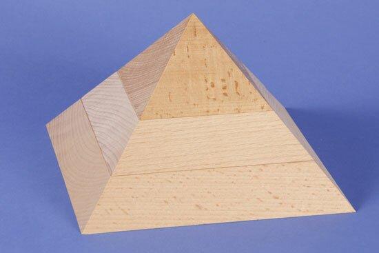 grote plate vierkante piramide van beukenhout 19 x 19 x 12 cm
