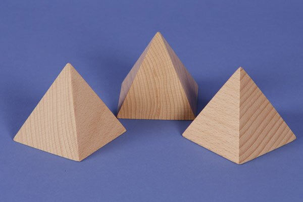 grote pyramid van beukenhout 7 x 7 x 7 cm