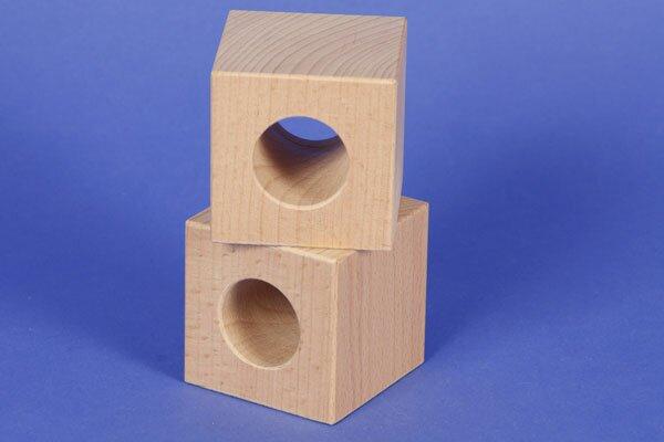 houten blokken drilled 6 x 6 x 6 cm - 3 cm drilled