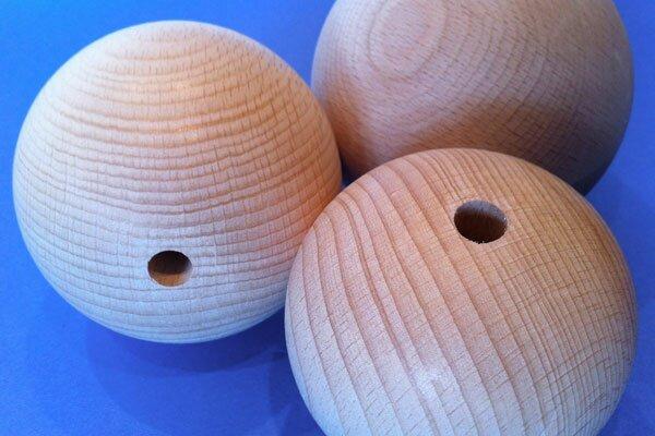 Houten ballen beuk Ø 60 mm - 10mm geboord